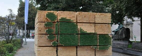 Holzinstallation für den Klimaschutz