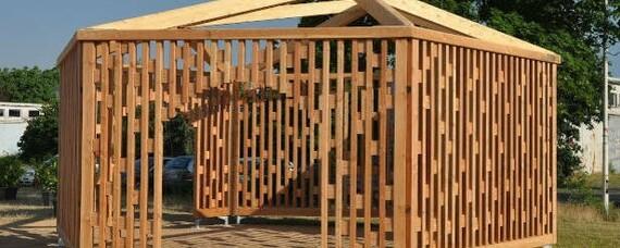 Holzpavillon von Studierenden für Studierende